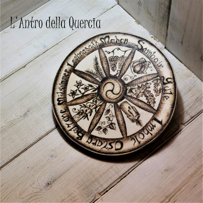 Celtic wheel of the year, pirografia su legno