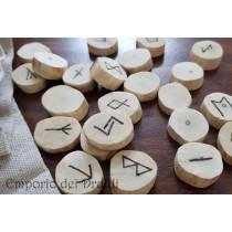 Rune in legno di Edera