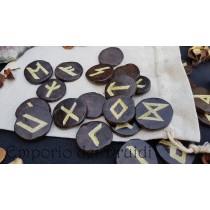 Elder Futhark Runes - Incise su legno di Edera e dipinte in oro